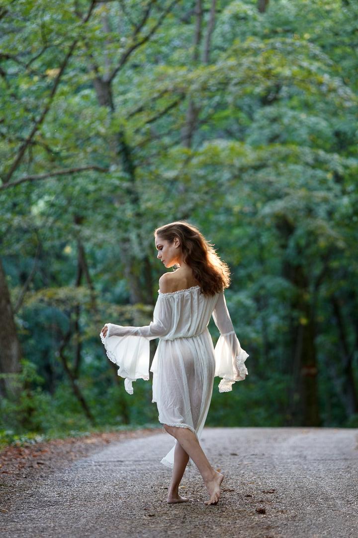 VikTory the ballerina Model austria forest walk
